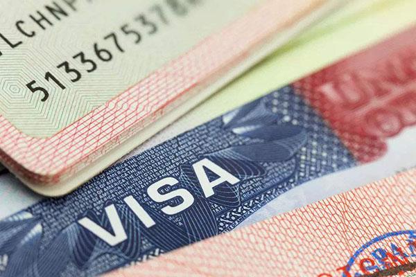 现在去美国生孩子全家移民是真的吗?
